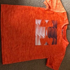 Size 6 under armour T-shirt